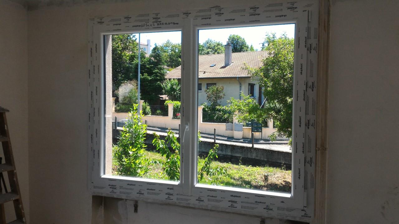 Menuiserie Rousson - Pose de fenêtre Saint-Genest-Lerpt